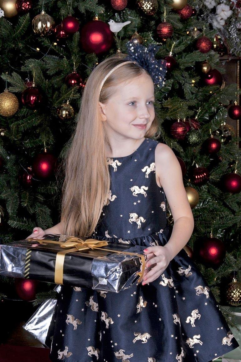 Oksana on asunut tyttärensä kanssa Helsingissä vuodesta 2016 lähtien. Stella on nyt 6-vuotias. Reippaan pikkuneidin olisi määrä aloittaa koulu elokuussa.