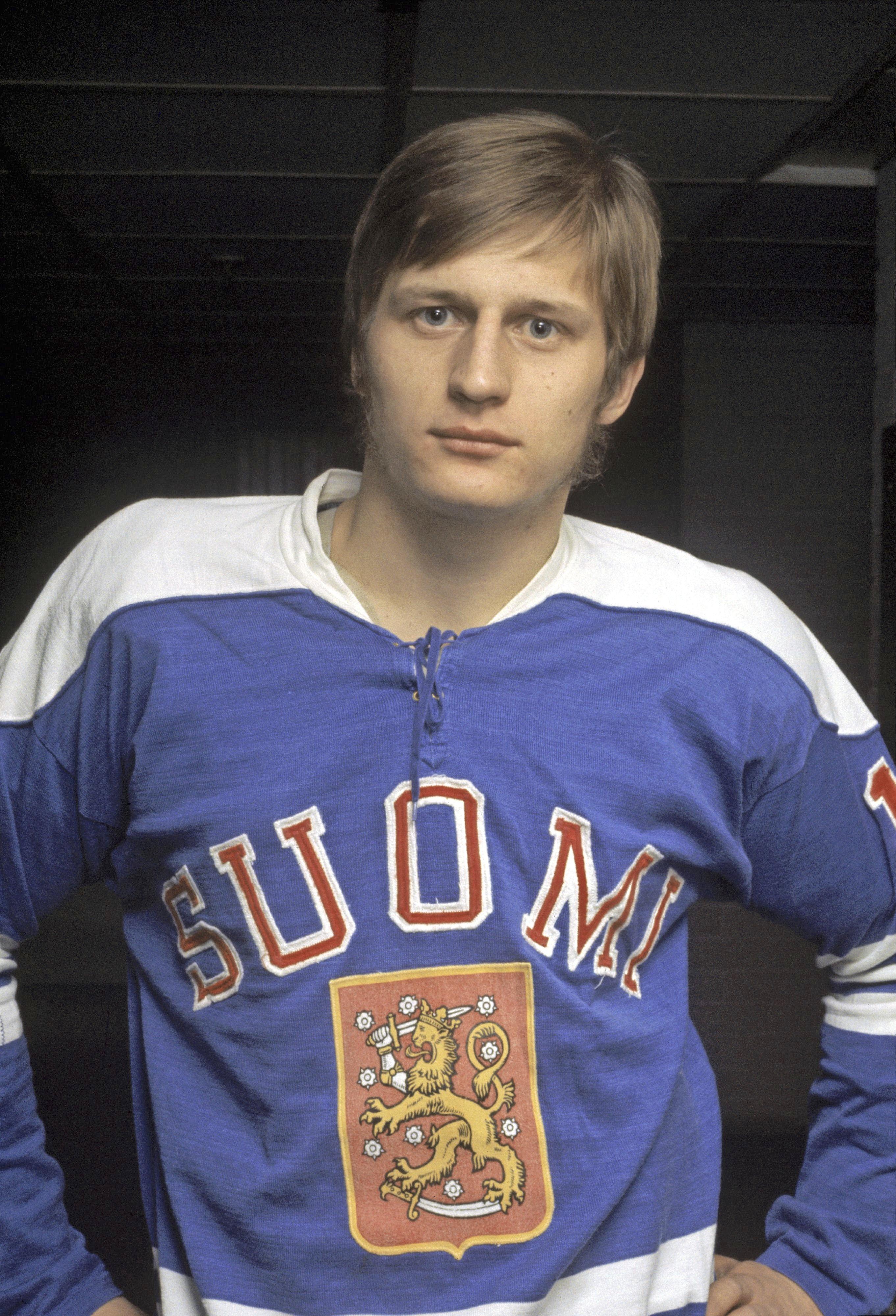 Suomen maajoukkueen luottoratsu Juhani Tamminen uhkui itseluottamusta suunnatessaan rapakon taakse ammattilaiskaukaloihin. Kuva vuodelta 1971.