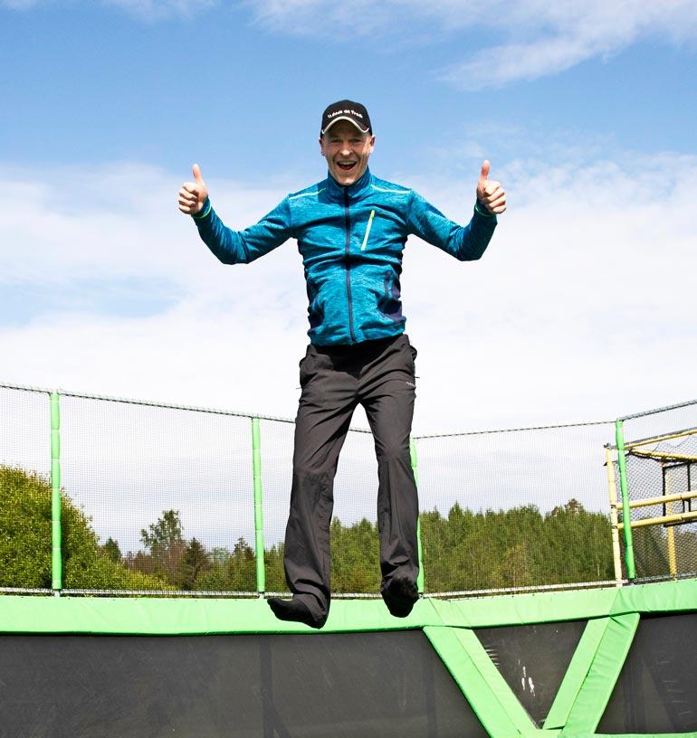 Toni Nieminen viihtyy uudessa, liikunnallisessa työssään. – Sen olen päättänyt, että ainakin tämän kesän olen poikamies!