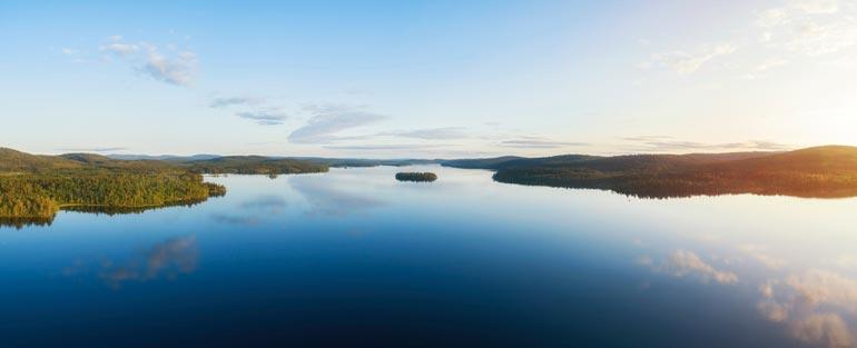 Jasperin ja sijoitusyhtiön on tarkoitus tehdä kansainväliset puitteet täyttävä loma- ja kalastuskeskus Inarinjärven Nangu- niemen kauniiseen luontoon.