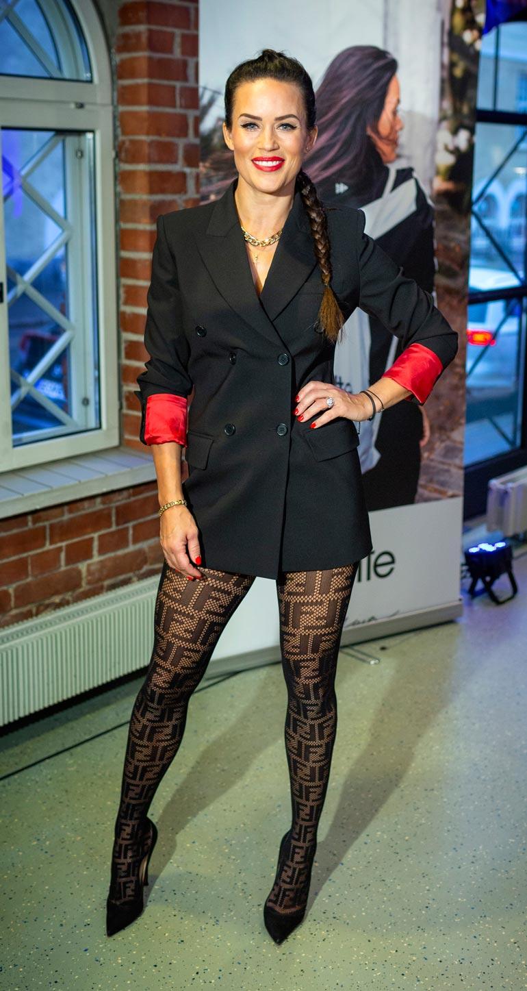 Rasmus yhdistettiin Martina Aitolehteen.