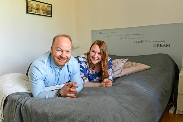 Anniina ja Ville viettivät hääpäiväänsä Suomenlinnassa Helsingissä, missä heidät vuosi sitten toukokuussa  vihittiin.