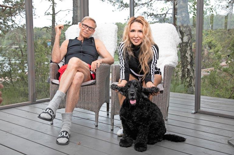 Luca-koira on jälleen karannut Topin ja Nadjan iloksi viereiseltä tontilta. Siellä asustaa Topin tytär.