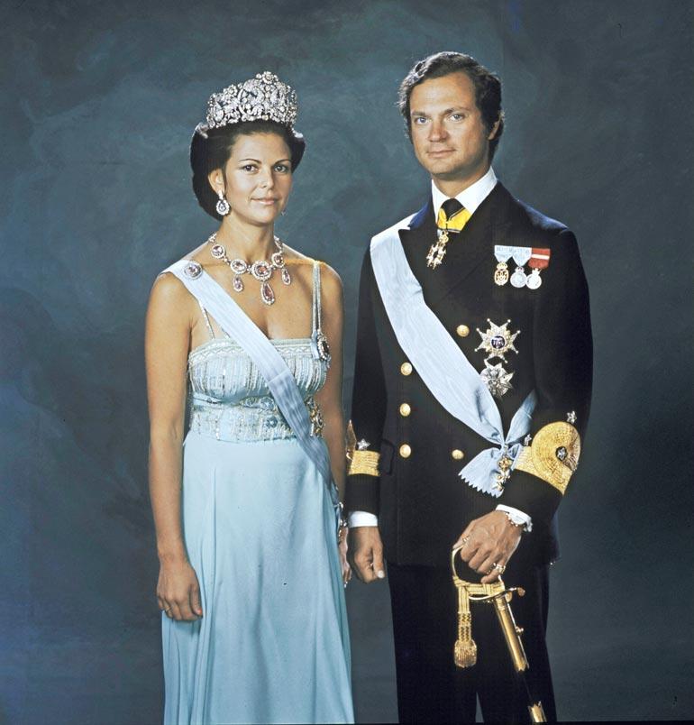 Muutamat 170-senttisen Silvian käyttämistä kruunuista ovat hankalia kokonsa vuoksi. Tämä yli 10 senttiä korkea ja liki kilon painoinen kruunu on alun perin Ruotsi–Norja-valtakuntaa hallinneen kuningatar Josefiinan siskon, Brasilian keisarinna Amalian omaisuutta. Kruunu on Silvialle rakas, onhan hän itsekin puoliksi brasilialainen. Koska tämä arvoesine on hankala asuste, se on viimeksi nähty Silvian päässä Vickanin hääpäivänä.