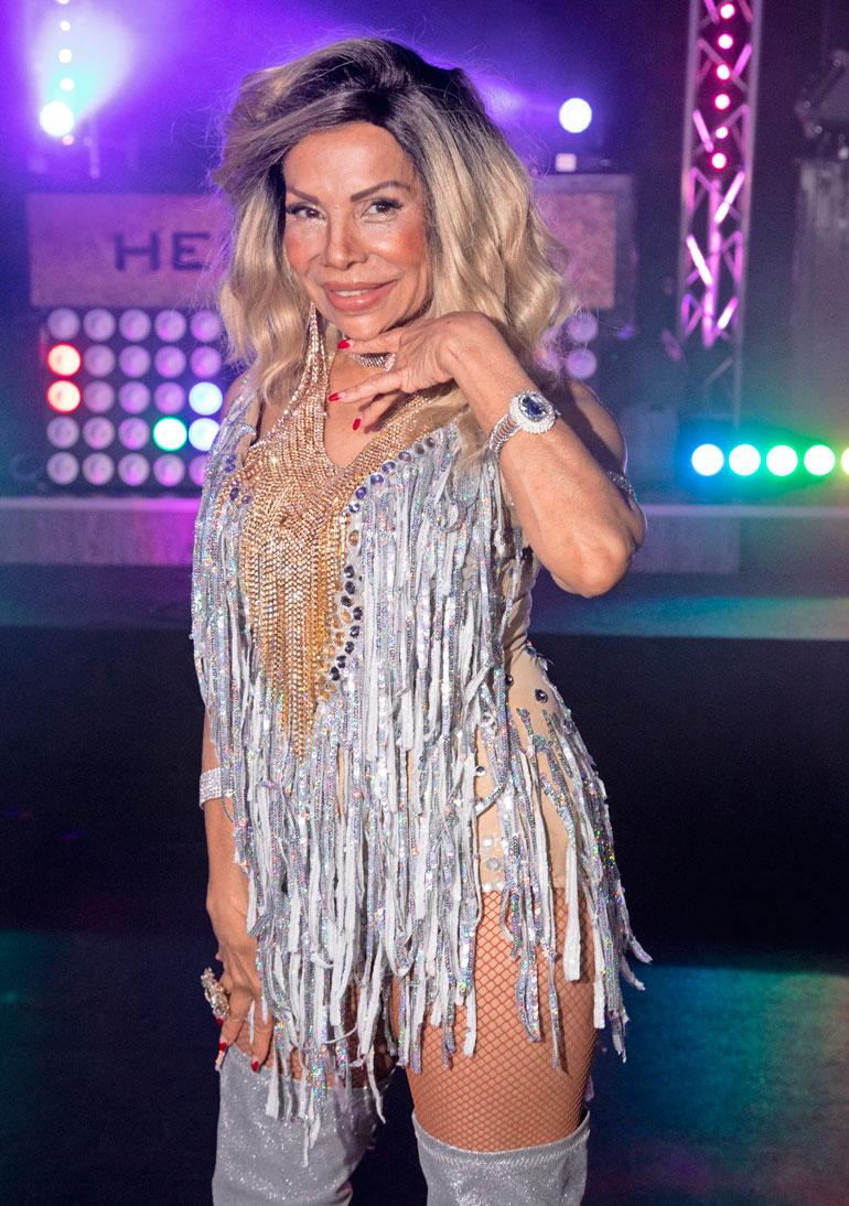Nisa Soraya tanssii Meiju Suvaksen musiikkivideolla.