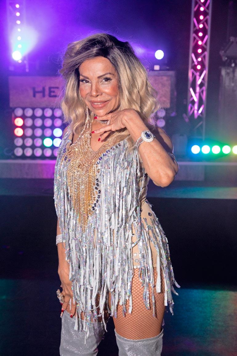 Nisa Soraya harjoitteli kameroiden takana tanssien koreografioita.