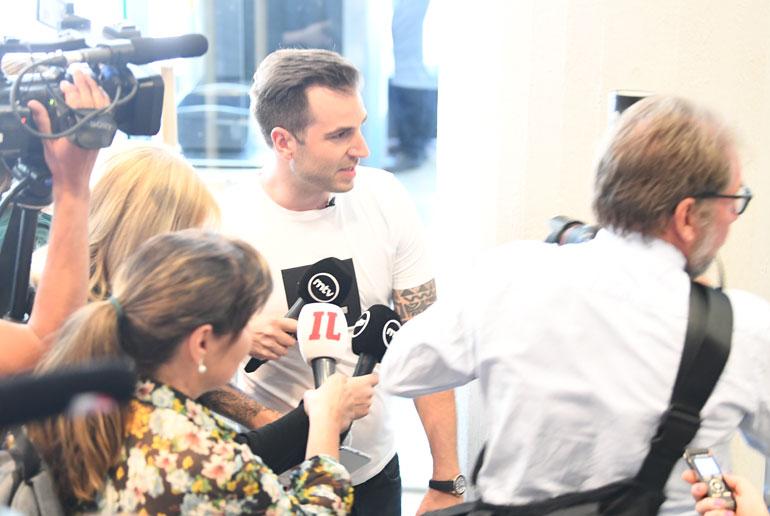 Media piiritti Ranta-ahon, kun hän asteli käräjäoikeuteen sisään.