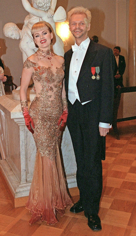 Jorma ja Helena edustivat vielä vuonna 1998 Linnan juhlissa yhdessä ennen eroaan.
