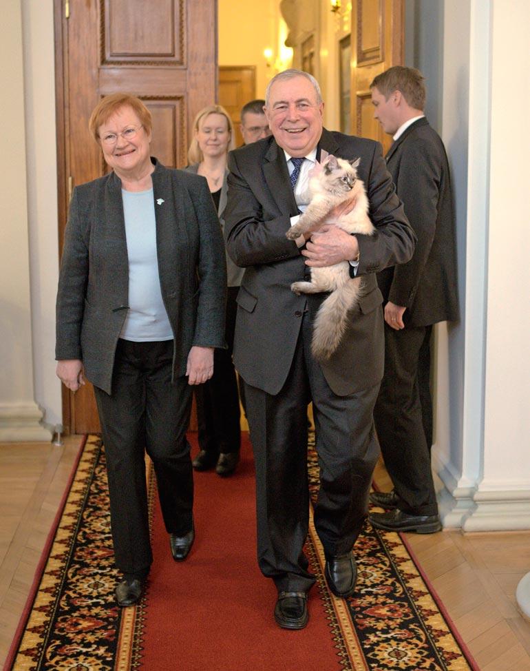 Tarja sai Meggin lahjaksi Venäjän silloiselta pääministeriltä Dmitri Medvedeviltä vuonna 2013.