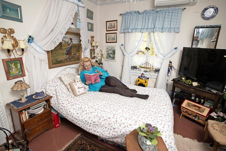 Virpillä on rauhoittumis- ja lukuhuone. – Vierailijat yöpyvät usein tässä huoneessa.