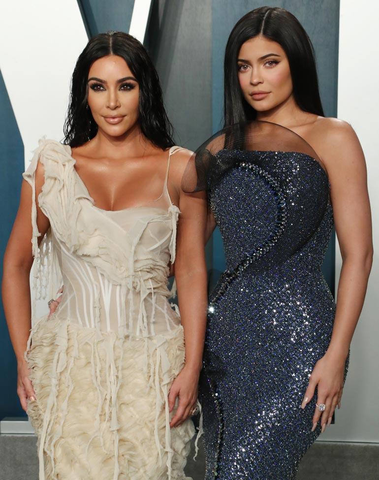 Kim Kardashianin kaupat ovat nostamassa hänet ökyklaaninsa ykköskroisokseksi ohi Kylie-siskonsa.
