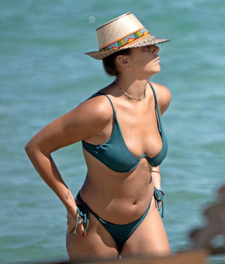 Saint-Tropez'ssa Pauline viihtyi rannalla.