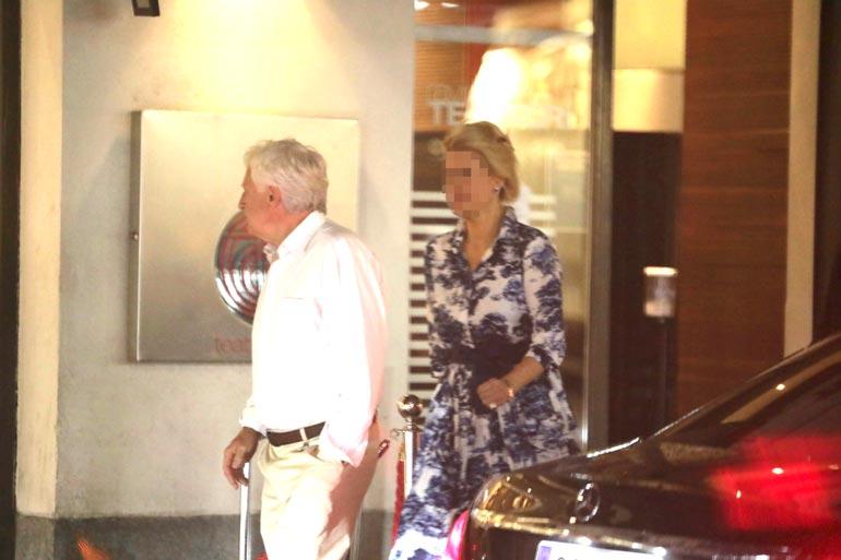 Liikemies Peter Fryckman poistui vip-juhlista kauniissa naisseurassa.