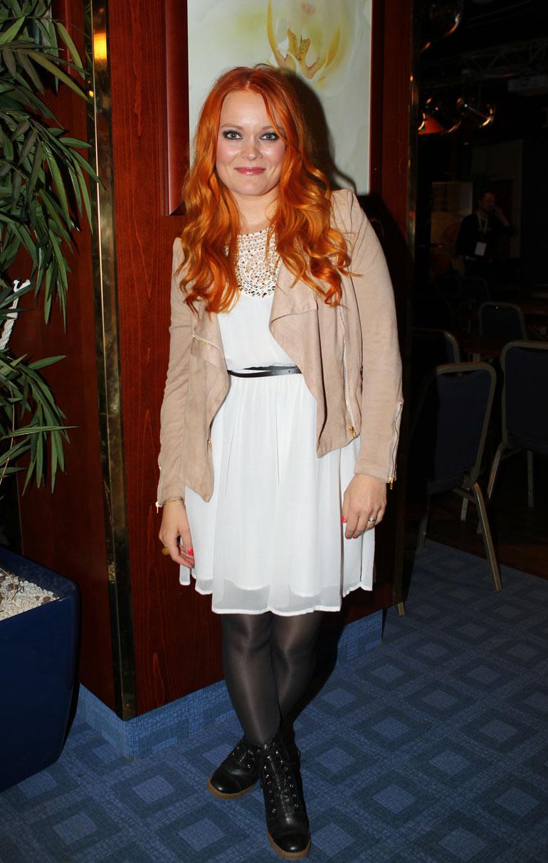 Anna Puu kuvattuna Antaudun-levyn julkaisun aikoihin syksyllä 2012.