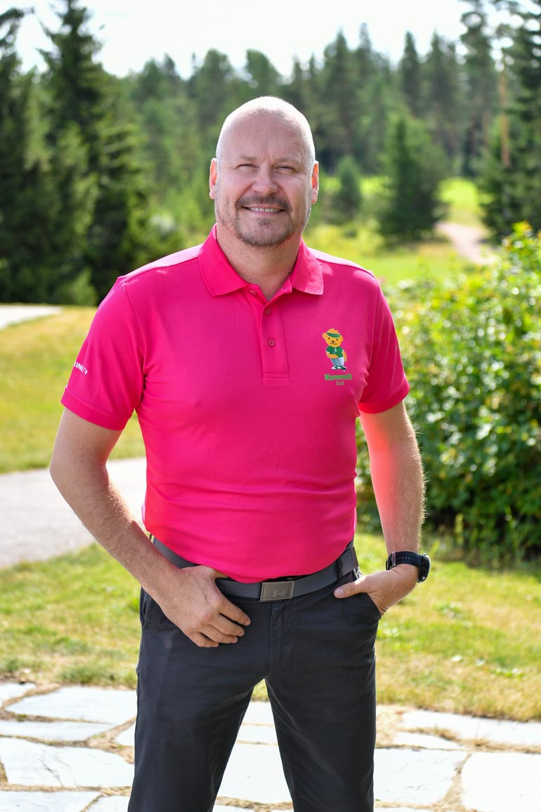 Janne Virtanen on nähty useita kertoja läheisissä tunnelmissa vaalea- hiuksisen naisen kanssa.