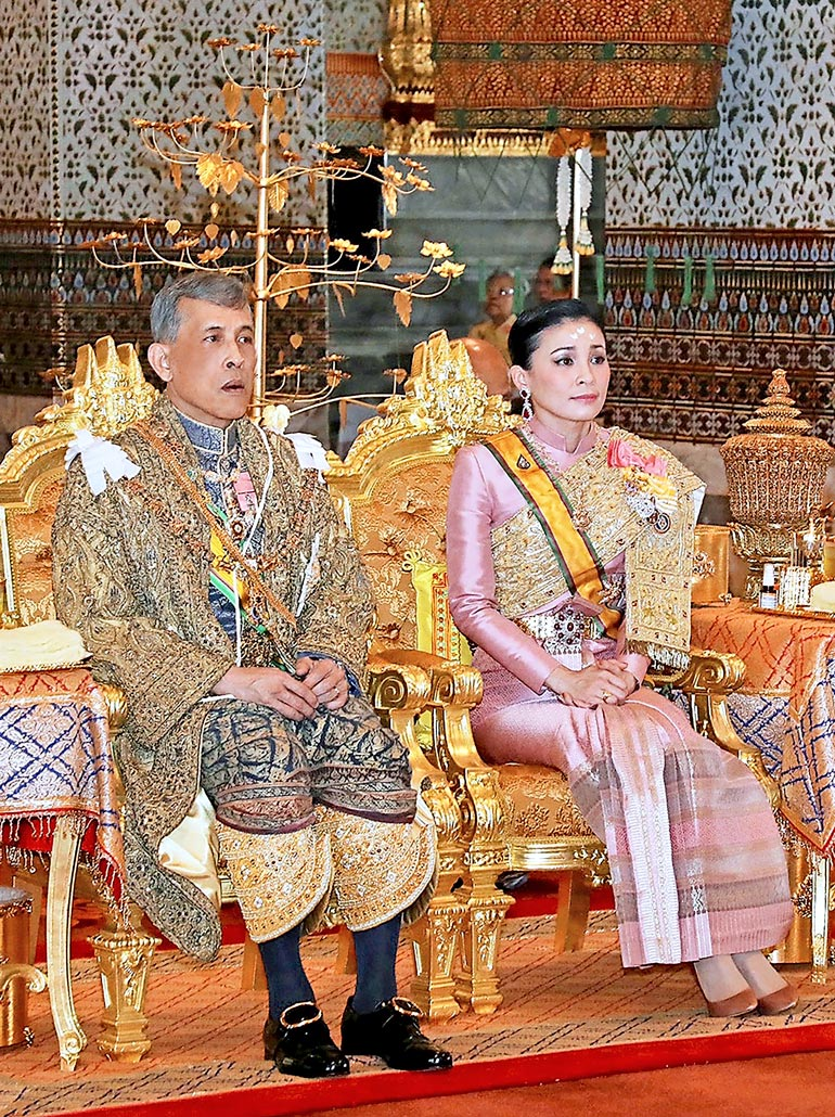 Rama avioitui entisen henkivartijansa Suthidan kanssa kruunajaisissaan vuonna 2019. Hänellä on lisäksi 19 rakastajatarta.