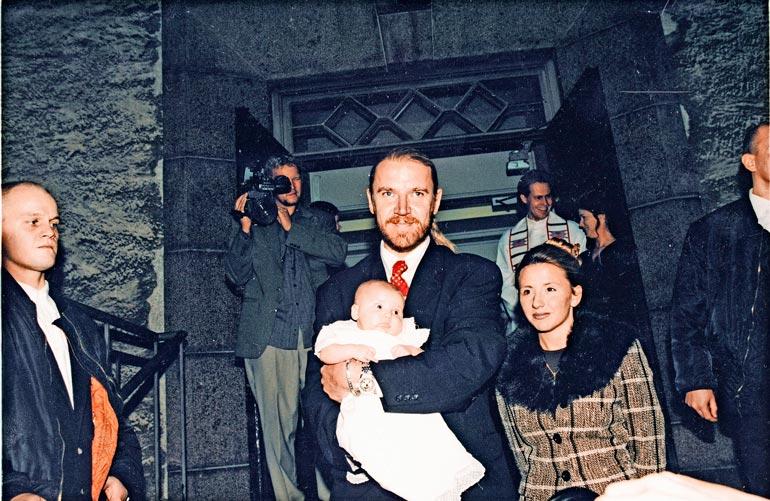 Luukas on Rennyn ainoa poika. Pojan äiti on Tiffany Browne. Kuva on vuodelta 1999.