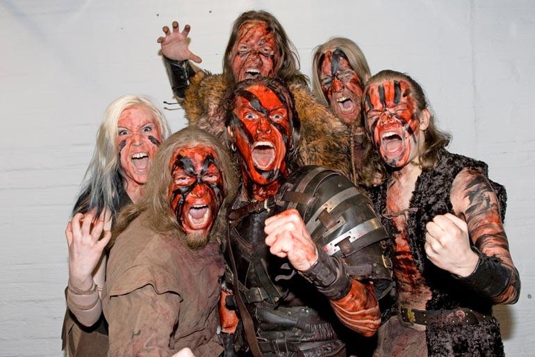 Metalliyhtye Turisaksen kokoonpano on vuosien saatossa vaihdellut. Georg pitää edelleen yhteyttä vanhoihin bändikavereihinsa ajalta ennen halvaantumista.