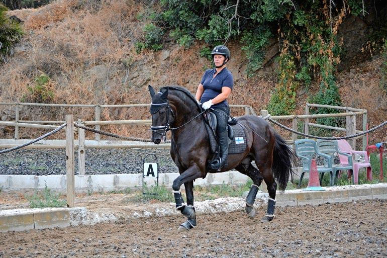 Jaana aikoo päättää uransa uuden hevosensa Gambrinon kanssa Pariisissa 2024.