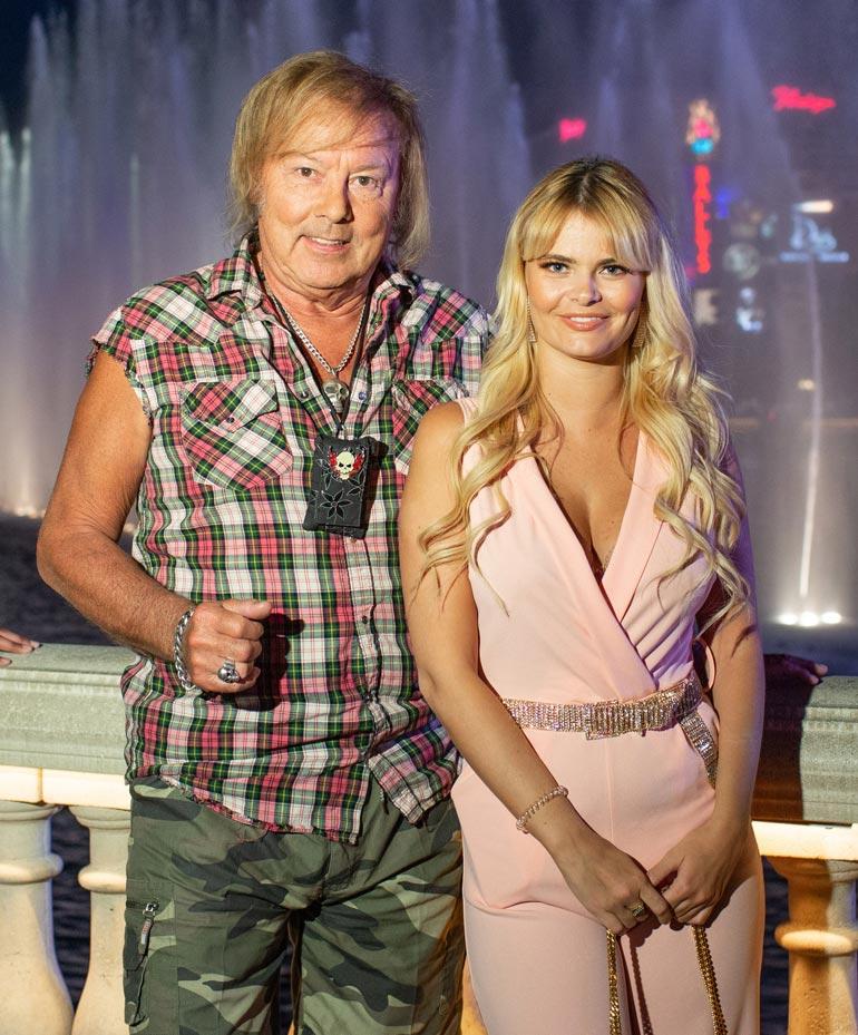 Danny tuntee vetoa vaaleaveriköihin. Aikoinaan hänen sydämensä vei Miss Suomi Armi Aavikko, jota Erikan on sanottu muistuttavan.