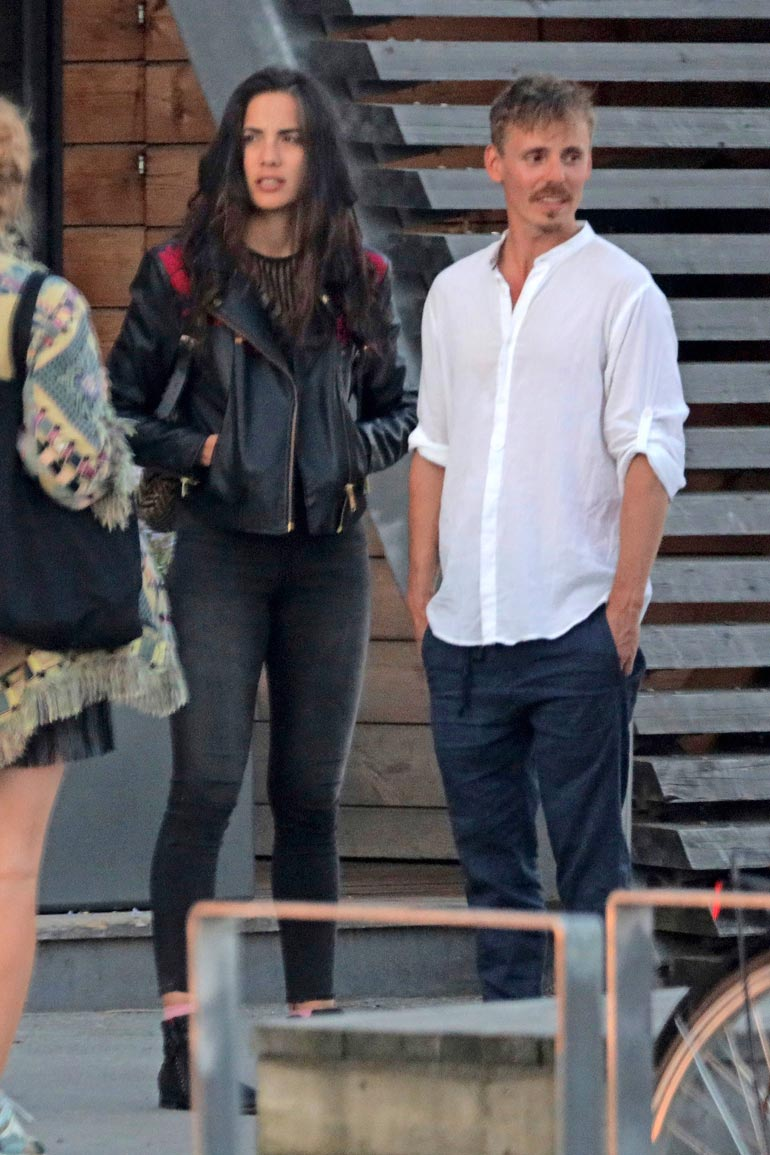 Jasper on seurustellut jo vuosia espanjalais-filippiiniläisen Alexandra Escatin kanssa. Nykyisin pari on kihloissa.