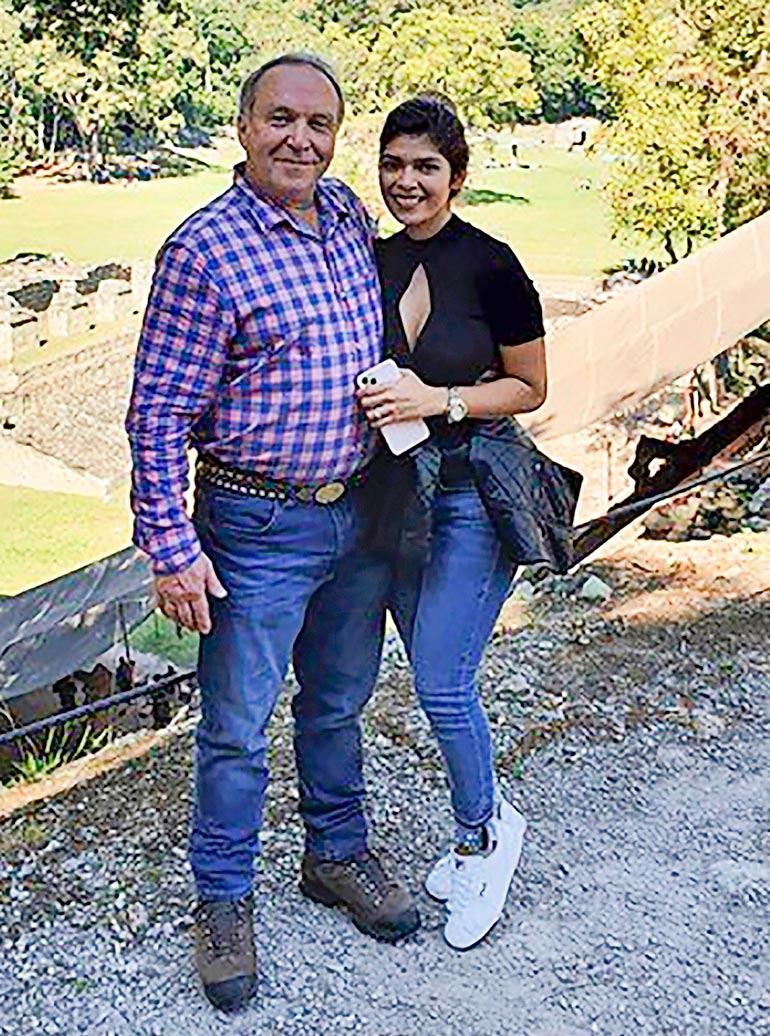 Teuvon mukaan hänen häistään Hondurasissa tulee yhdistelmä tosi-tv-ohjelmista Unelmahäät ja Poliisit.  – Seiska kutsutaan mukaan. Rymyhäät ovat tulossa, halolla lyyään naapuria