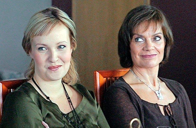 Nelly oli mukana suositussa Kotikatu-sarjassa 12 vuotta. Hän näytteli sarjassa Ninniä ja Lena Meriläinen hänen ätiään.