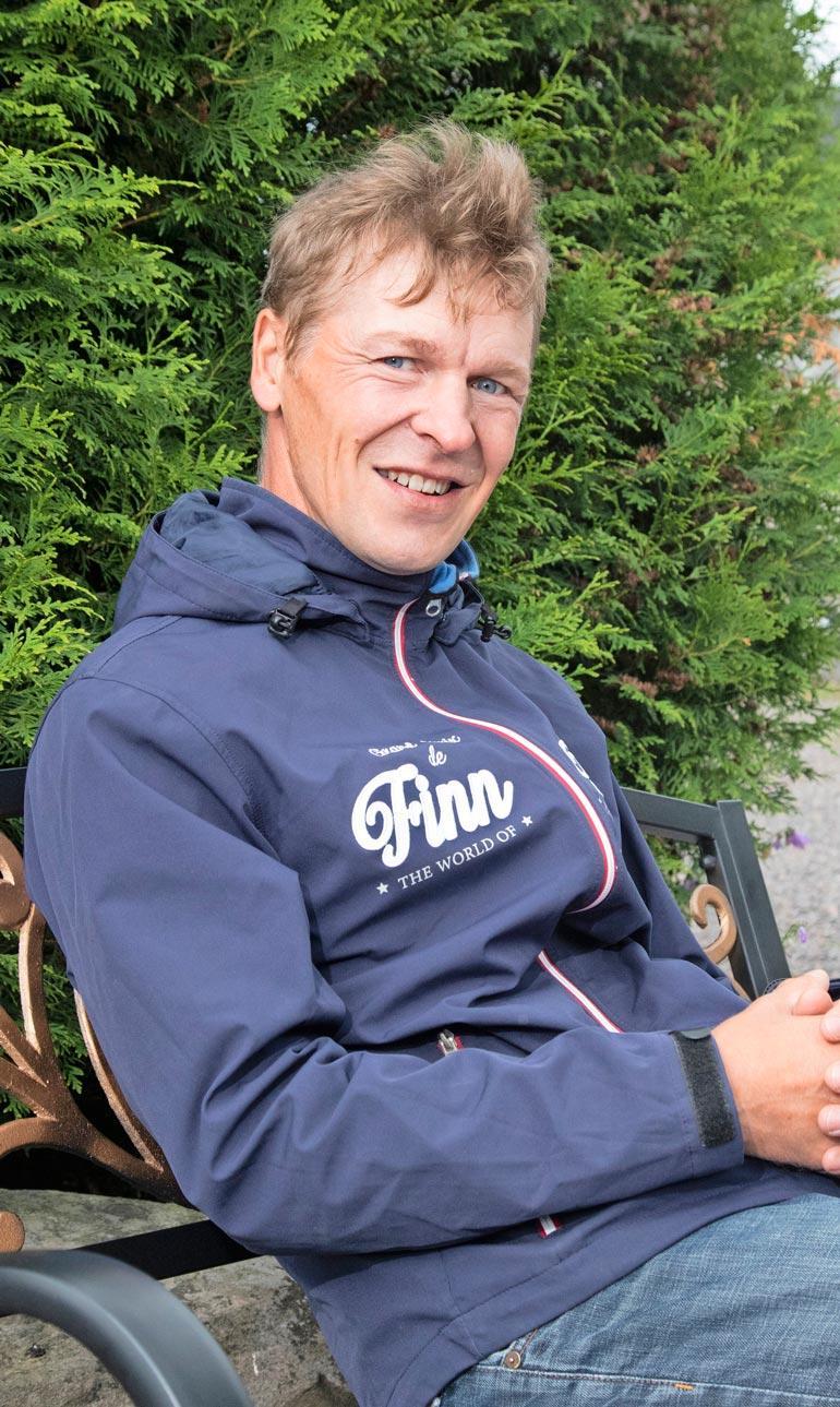 Toni kertoo, että äskettäinen perhetapaaminen Oulussa kärjistyi riidaksi, jota rauhoitelemaan saapuivat poliisit.