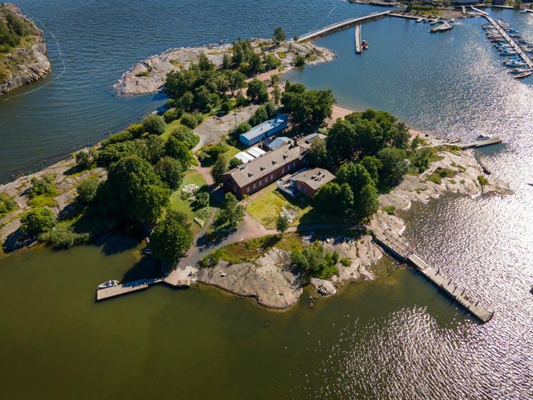 Kaivopuiston edustalla sijaitseva Uunisaari on monelle helsinkiläiselle ympärivuotinen ulkoilukohde.