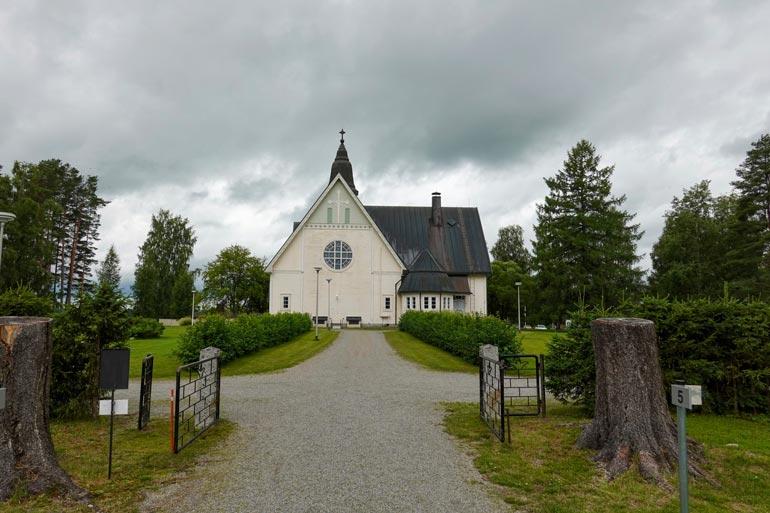 Lauri Marin siunattiin haudanlepoon viime lauantaina Vieremän kauniissa, yli satavuotiaassa kirkossa.