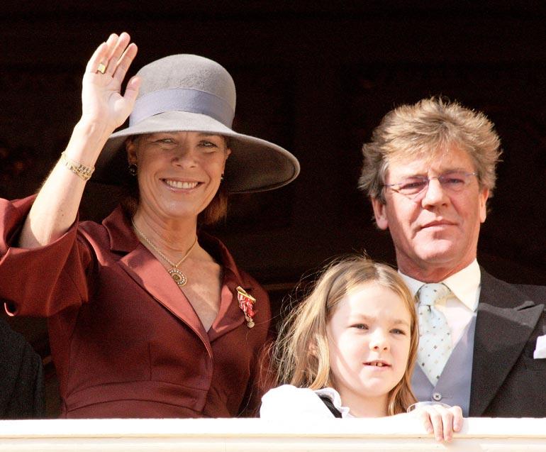 Caroline perii aikanaan osan Ernst Augustin useiden miljoonien omaisuudesta.