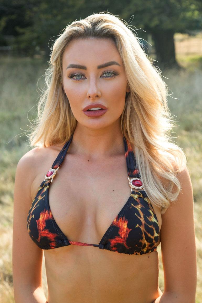 Chloe Crowhurst bikinit 3