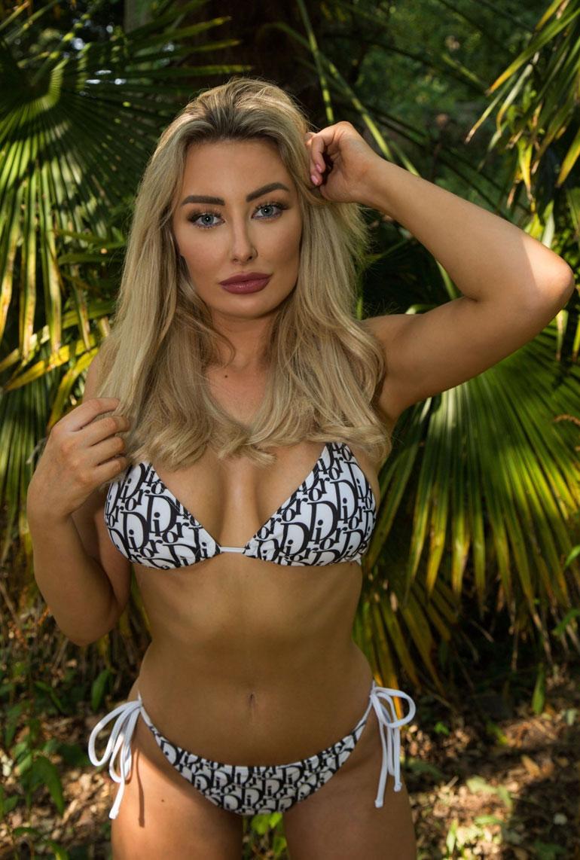 Chloe Crowhurst bikinit 4