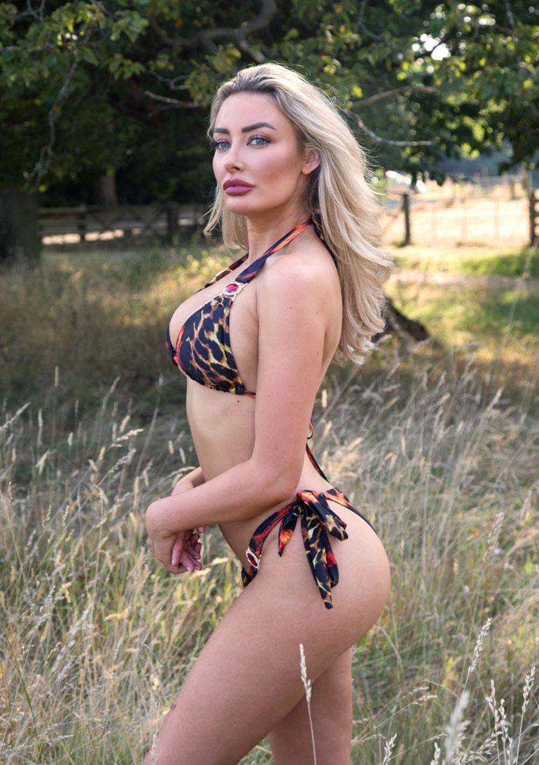 Chloe Crowhurst bikinit