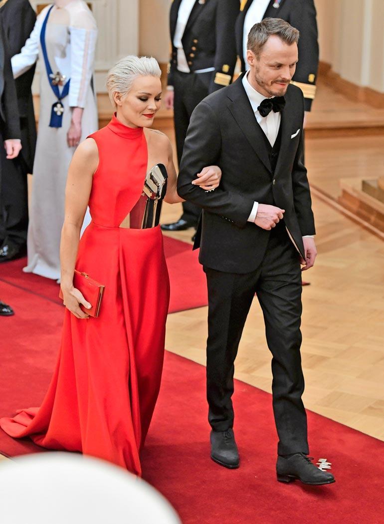 Linnan juhlien vastaanotto vuonna 2018 oli Annan ja Jukan ensimmäinen julkinen yhteisesiintyminen.