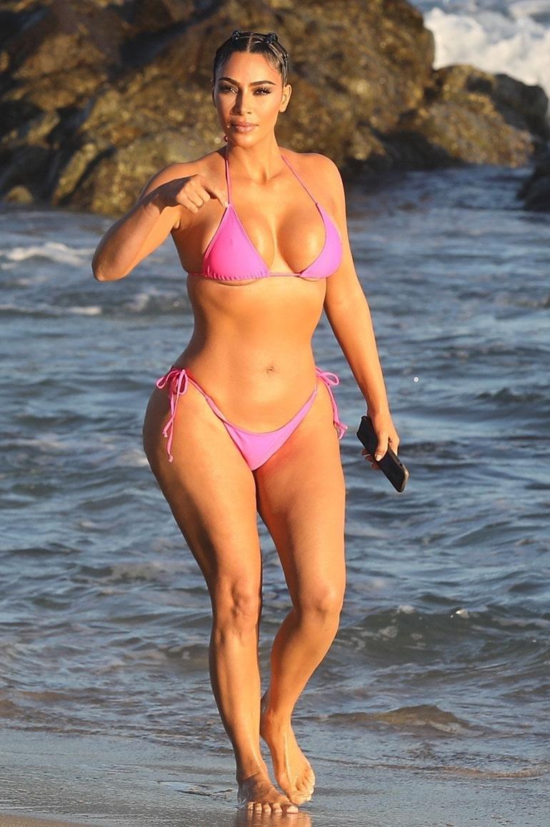 Kim Kardashian West bikineissä