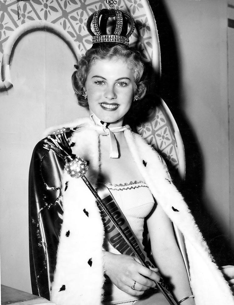 17-vuotias Armi valittiin maailman ensimmäiseksi Miss Universumiksi vuonna 1952.