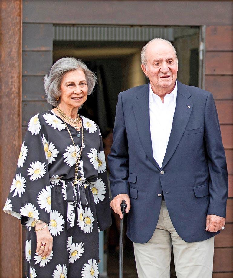 Juan Carlosin virallinen puoliso on ex-kuningatar Sofia. Miehen syrjähyppely lie nöyryyttävää vanhoilliseksi tunnetulle Sofialle.