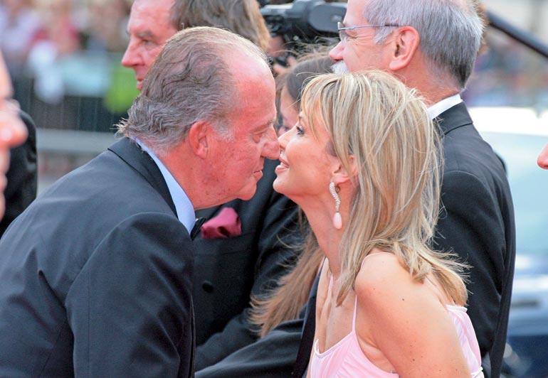 Juan Carlos asui avoimesti rakastajattarensa Corinnan kanssa, mutta espanjalaismedia ei halunnut tai pystynyt kertomaan asiasta.