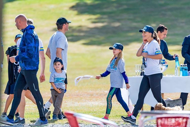 Victoria ja Daniel haluavat kannustaa lapsiaan urheilulliseen elämäntapaan.