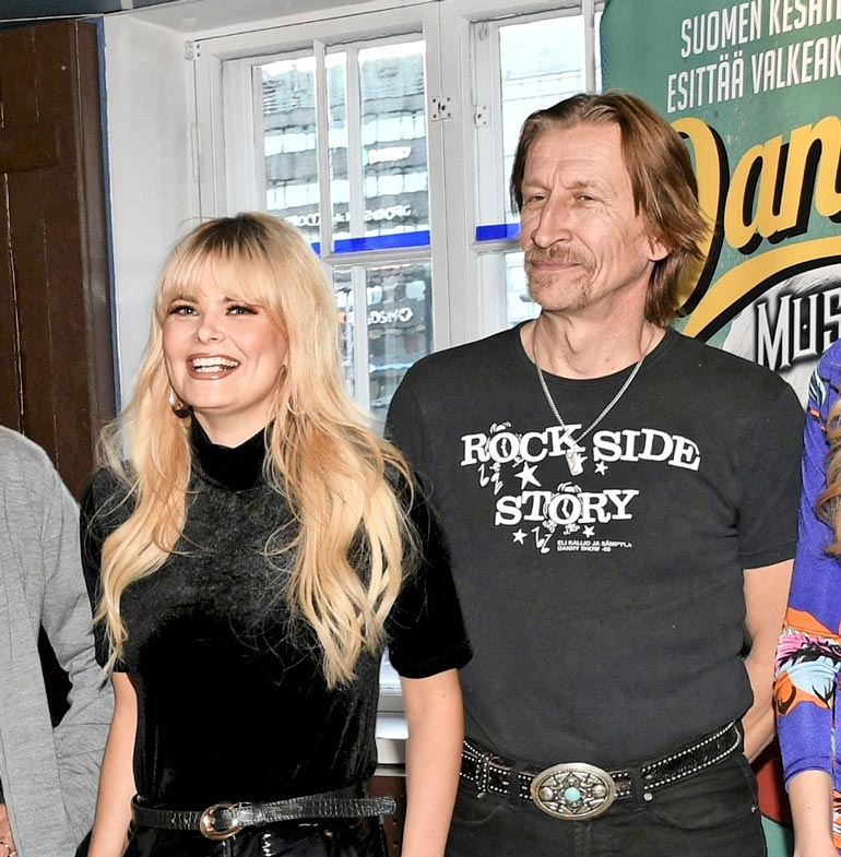 Erika ja Ilkka esiintyivät nauravaisina rinta rinnan Danny-musikaalin tiedotustilaisuudessa syksyllä 2018.