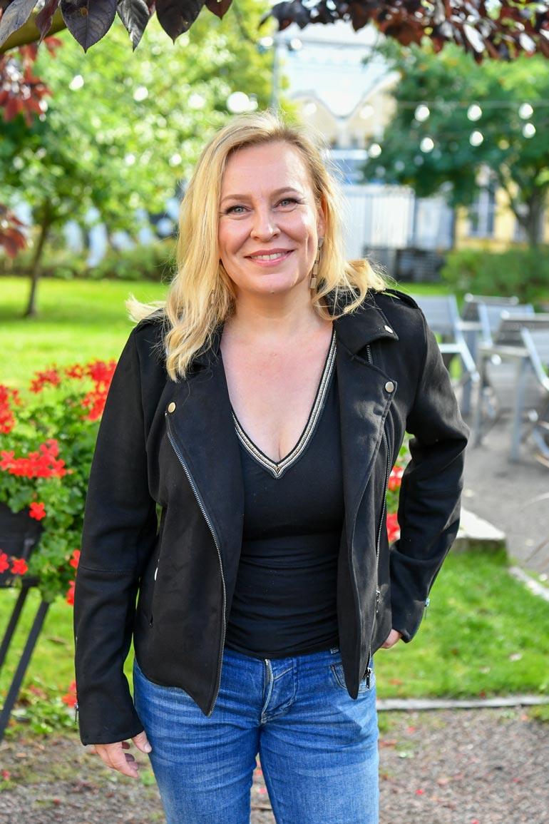 Heli käsikirjoittaa omia tuotantojaan. – Melkein totta -komediasarjani löytyy yhä Yle Areenasta, hän iloitsee.