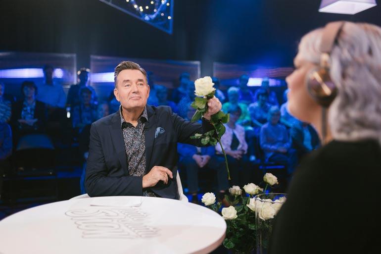 Lokakuussa jatkuvan Tuttu Juttu Show'n juontaminen on tuntunut Timosta äärimmäisen hauskalta. – Menen aina innolla studioon ja nautin täysin rinnoin.