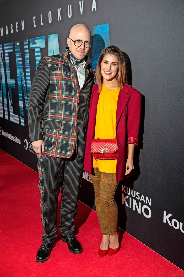 Lähes vuosikymmenen seurustelleet Toni Wirtanen ja Jannika B avioituivat joulukuussa 2013. Avioparilla on viisivuotias Martta-tytär.