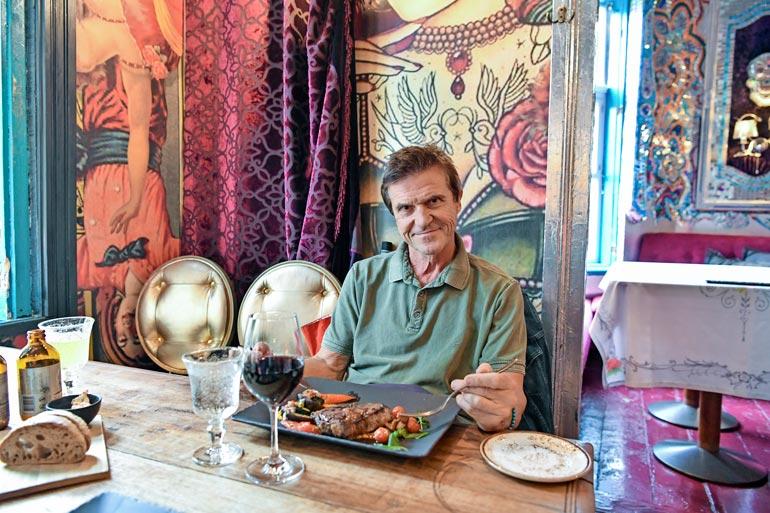 Seiska ruokki Sedun tämän lempiravintolassa Manna La Roosassa. – Tämän ravintolan ravut vievät kielen mennessään, mutta eivät nämä pihvitkään hassumpia ole!