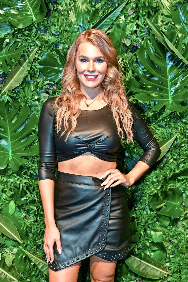 Entinen Miss Suomi viihtyy julkkismiesten kanssa. Saraa on yhdistetty sekä muusikoihin että jääkiekkoilijoihin.
