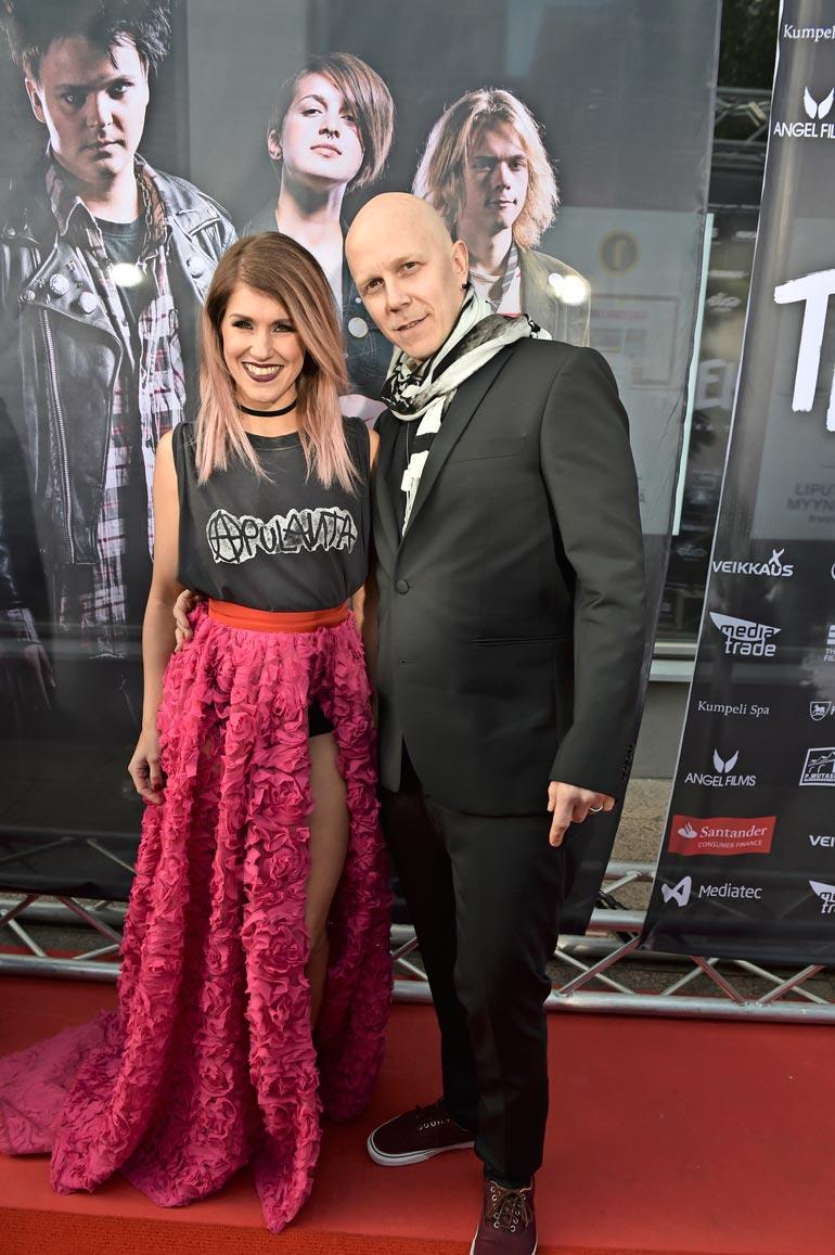 Jannika B on naimisissa Apulanta-yhtyeen laulajan Toni Wirtasen kanssa. Heillä on vuonna 2015 syntynyt tytär.