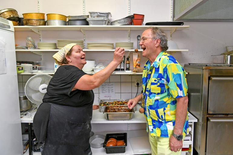 Hyvältä maistuu! Pääkokki Ritva Arola aikoo pitää ravintola Alanneen keittiön auki talvellakin. – Etätyöläisiä on alueella paljon.
