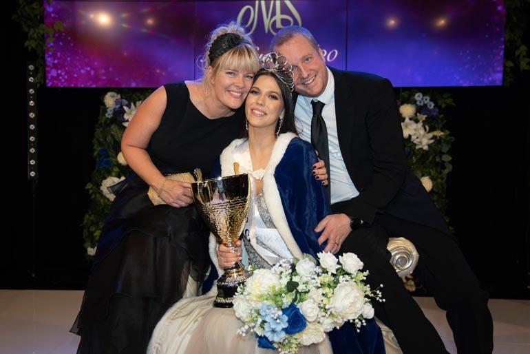 Missin äiti Kati ja isäpuoli Tobias Tommila liikuttuivat Viivin voitosta.