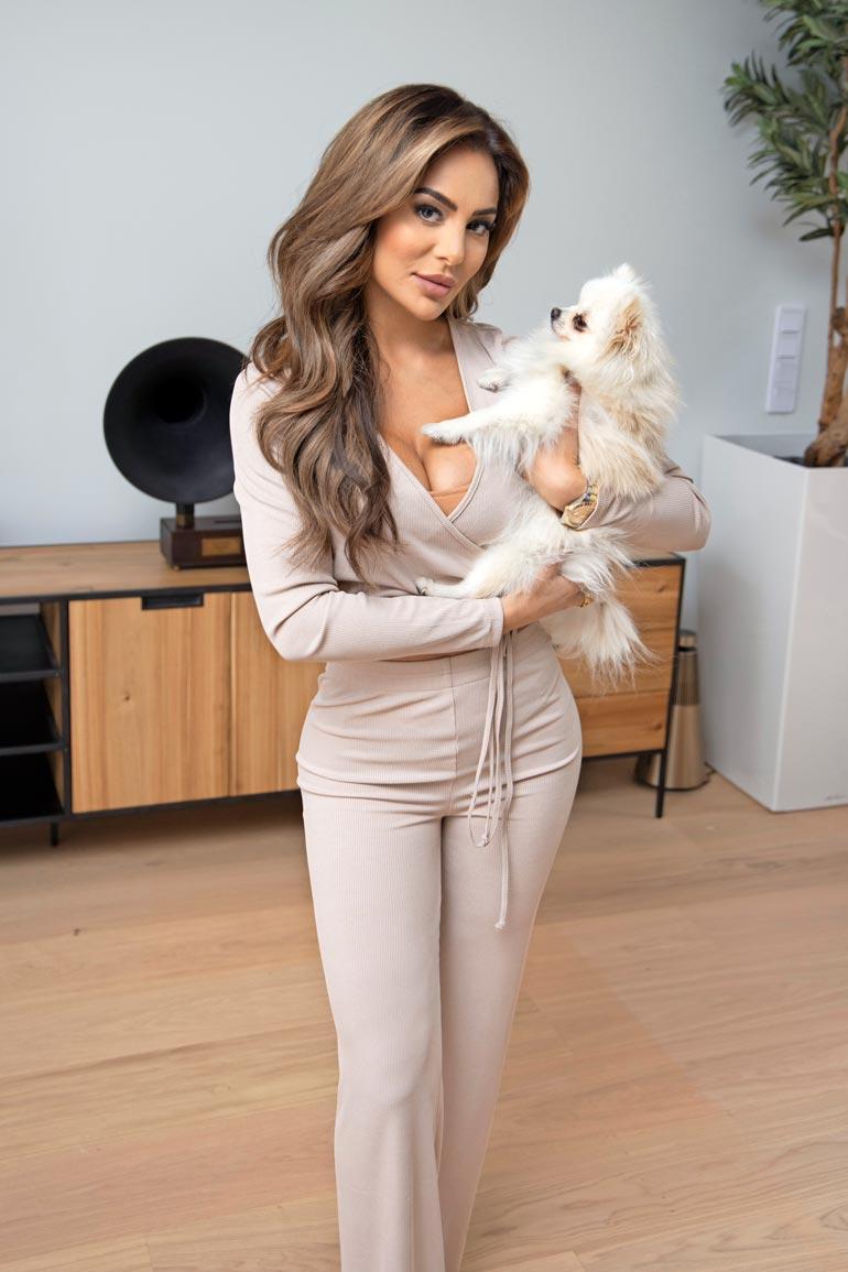 Sofian rakas Bambi-koira on ystävänpäivälahja ex-poikaystävältä Niko Ranta-aholta. – Bambi onkin parasta, joka siitä suhteesta jäi käteen.